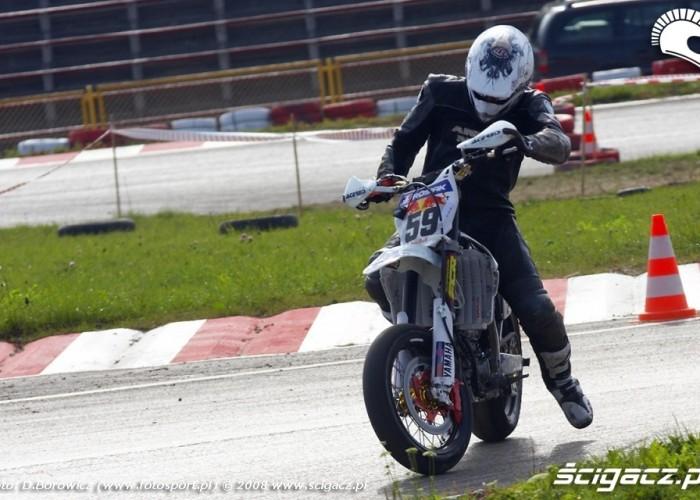 prawie wywrotka supermoto motocykle wrzesien radom 2008 e mg 7849