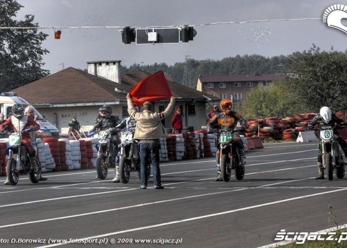 przed startem supermoto motocykle wrzesien radom 2008 a mg 5014