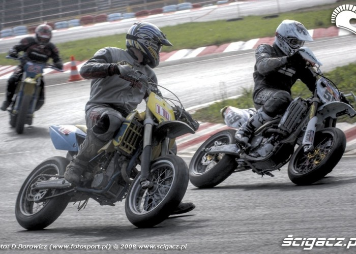 rosiak wyprzedza supermoto motocykle wrzesien radom 2008 e mg 7828