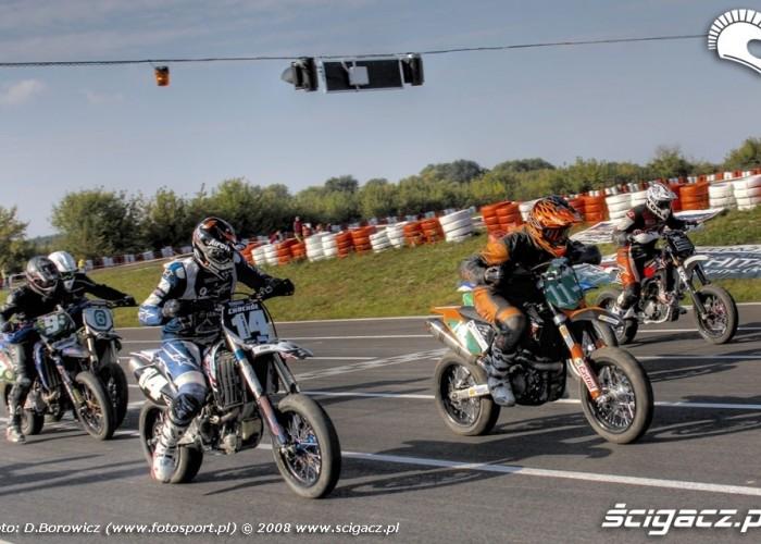 ruszyli supermoto motocykle wrzesien radom 2008 f mg 8077