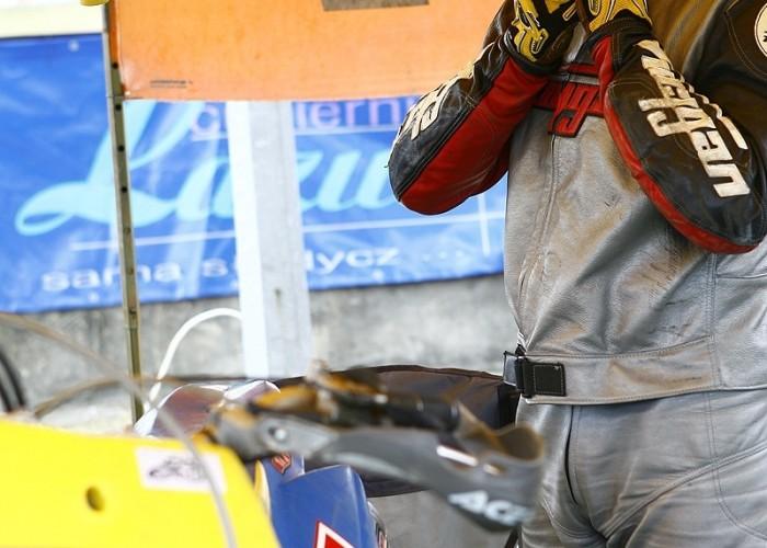 kask zakladanie radom supermoto motocykle lipiec 2008 c mg 0355