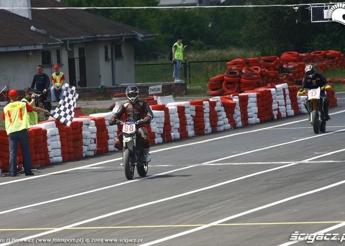 koniec wyscigu radom supermoto motocykle lipiec 2008 b mg 0179