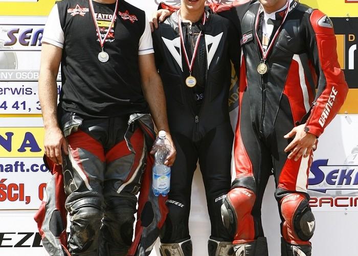 podium po wyscigu radom supermoto motocykle lipiec 2008 b mg 0193