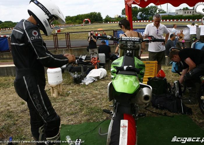 przygotowania do wyscigu radom supermoto motocykle lipiec 2008 c mg 0330