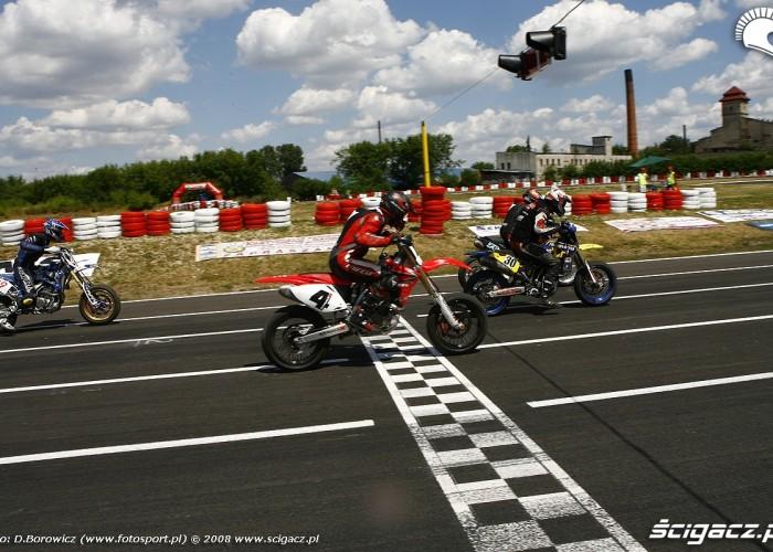 start radom supermoto motocykle lipiec 2008 b mg 0034