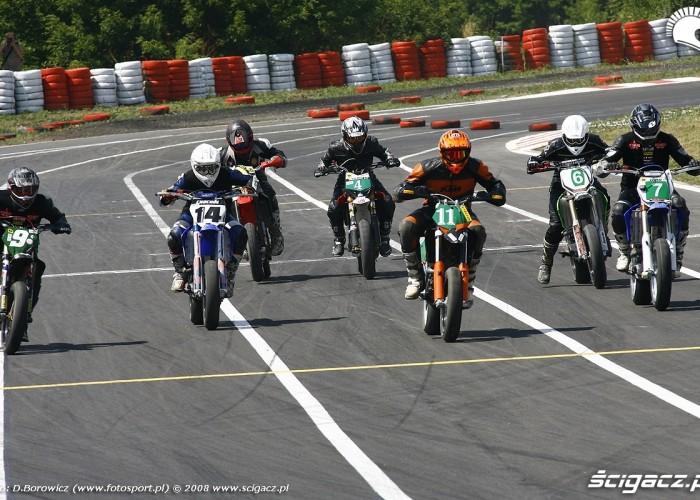 start wyscig radom supermoto motocykle lipiec 2008 b mg 0224