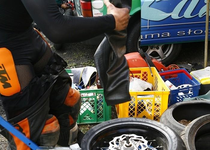 zakladanie opony radom supermoto motocykle lipiec 2008 c mg 0325