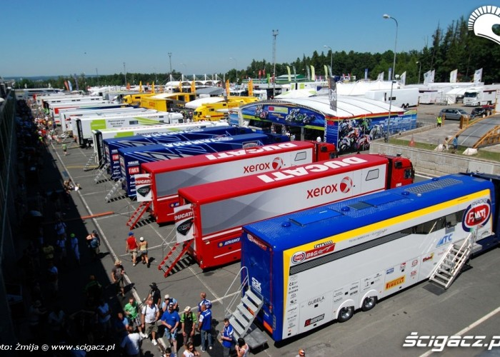 Paddock w Brnie World Superbike