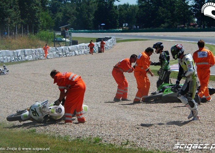 Wypadek wyscig World Superbike Brno