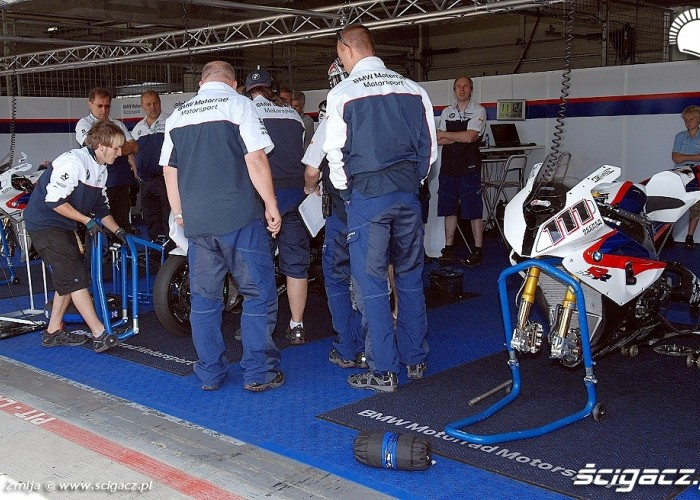 BMW Motorrad Motorsport box Brno
