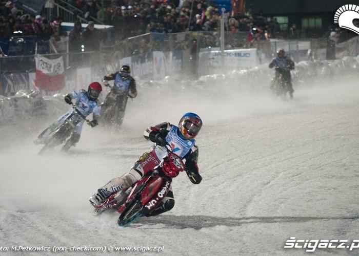 czeski zawodnik na lodzie ice racing 2011