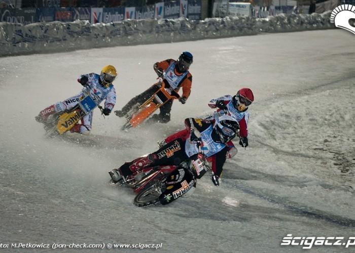 daniszewski zolty motocykl