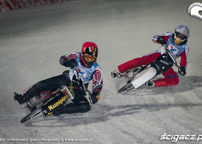 pozycja na motocyklu ice speedway