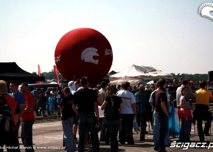 Wyscigi 1 4 mili Lotnisko Bemowo Gecko Cup widzowie