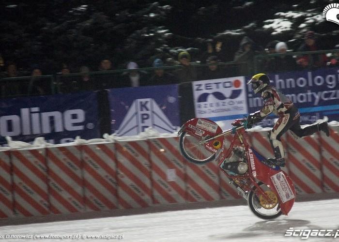 jazda na tylnym kole sanok ice racing 2010 a mg 0071