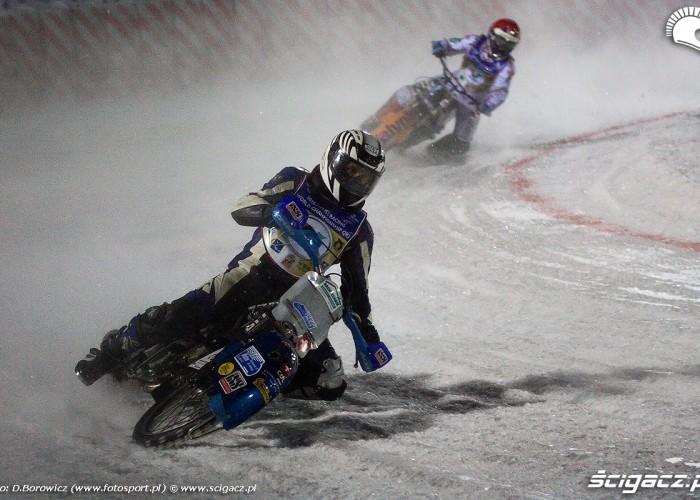 jazda w zakrecie po lodzie sanok ice racing 2010 a mg 0170
