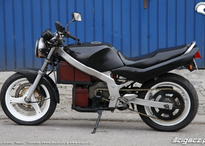Suzuki lewa strona