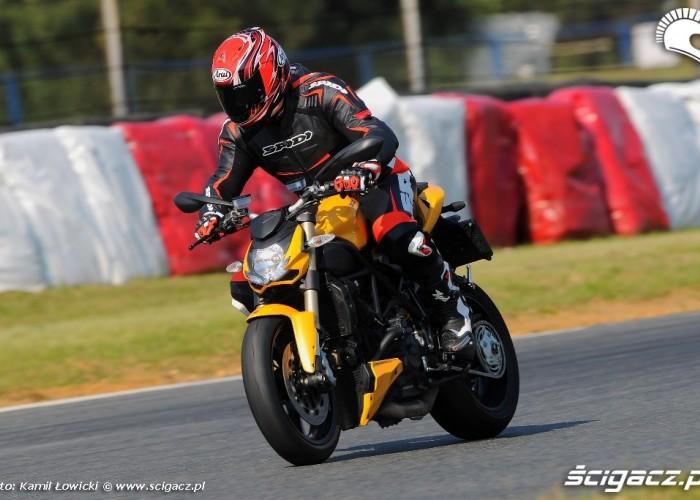 Hamowanie Ducati Streetfighter 848
