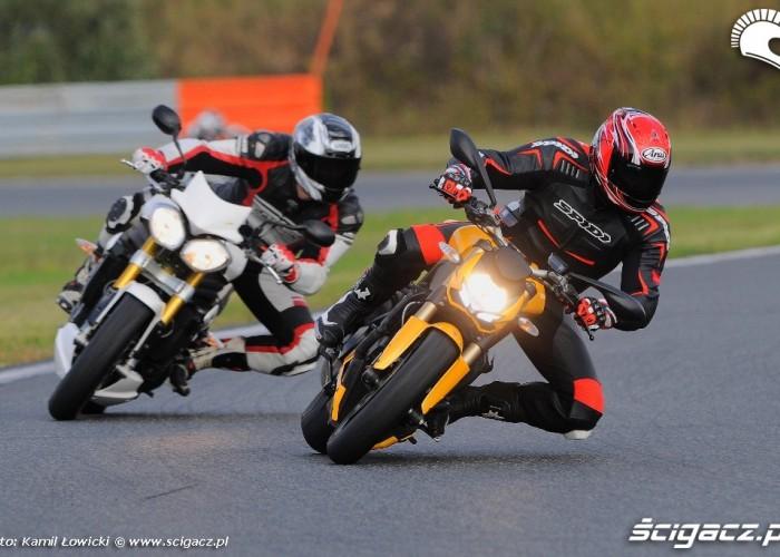 Lewy zakret Triumph Speed Triple R Ducati Streetfighter 848