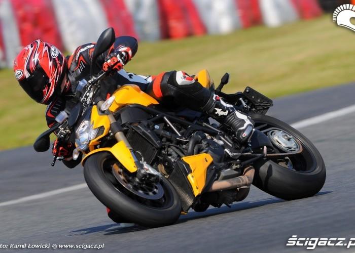 Prawy zakret Ducati Streetfighter 848