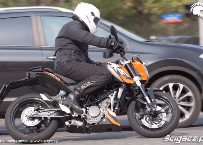 skrzyzowanie KTM Duke 200 scigacz pl