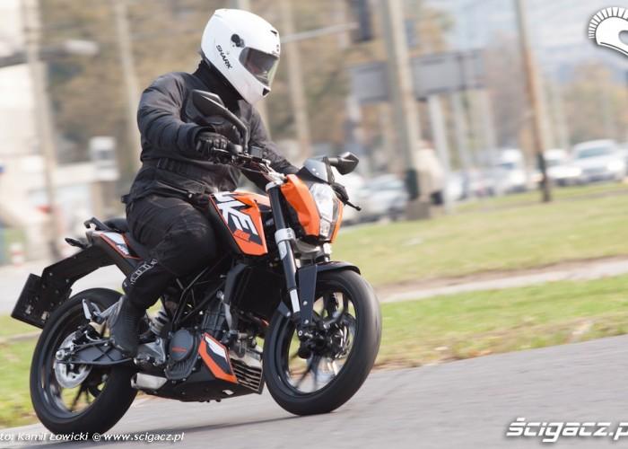 w zakrecie KTM Duke 200 scigacz pl