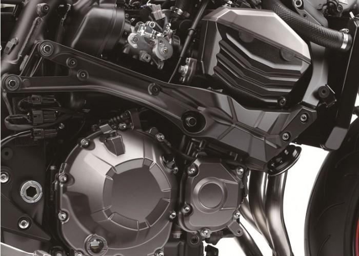 Kawasaki Z800 2013 silnik z prawej
