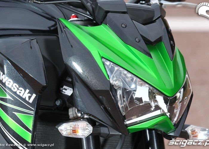 Kawasaki Z800 2013 swiatlo