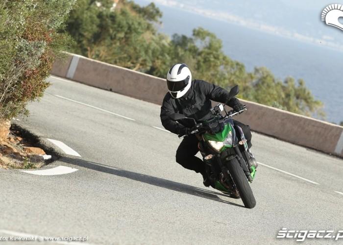 Kawasaki Z800 dynamicznie