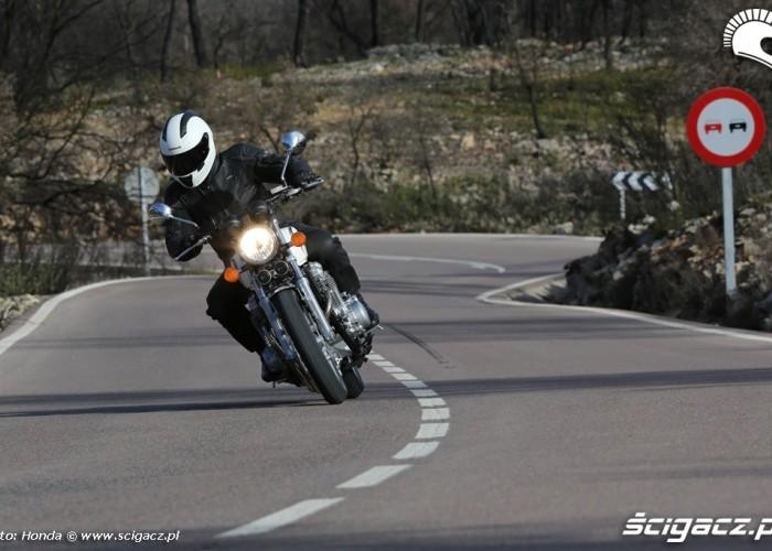 Czlowiek i maszyna Honda CB1100 2013