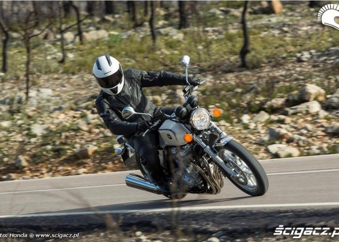 Honda CB1100 2013 zakrety