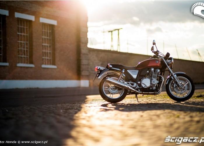 Motocykl i slonce Honda CB1100