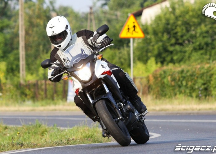 ciasny zakret Honda CB500AX Scigacz.pl