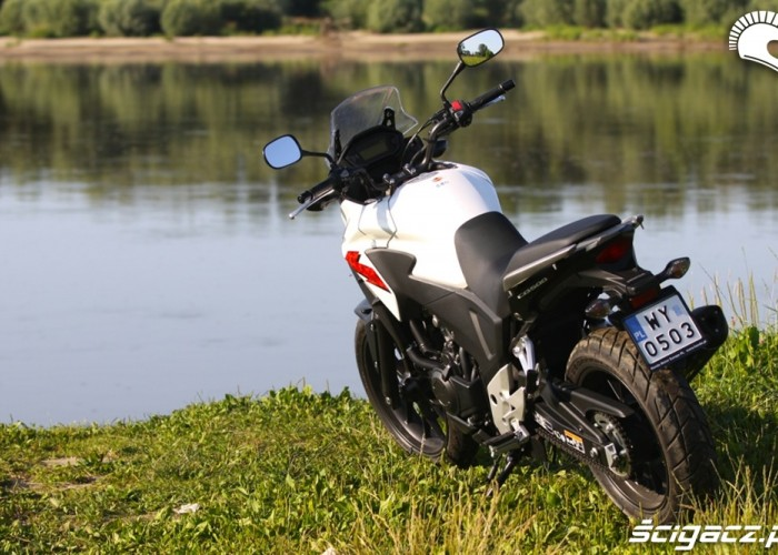 nad brzegiem rzeki Honda CB500AX Scigacz.pl