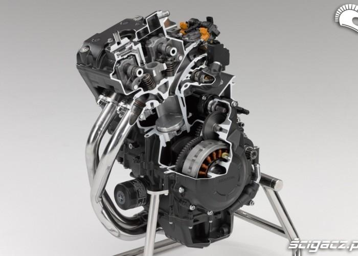 Przekroj silnika Honda CBR500R
