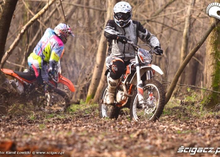 KTMy w lesie KTM 250 Porownanie
