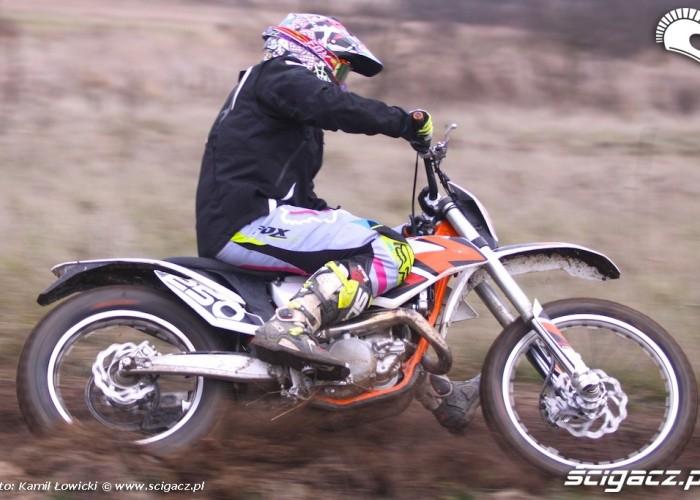 freeride w zakrecie KTM 250 Porownanie
