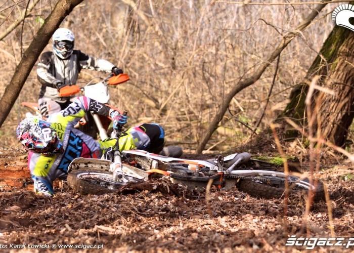 lekka gleba przy klodzie KTM 250 Porownanie