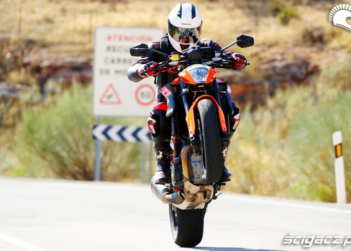 Wheelie KTM SuperDuke 1290 R