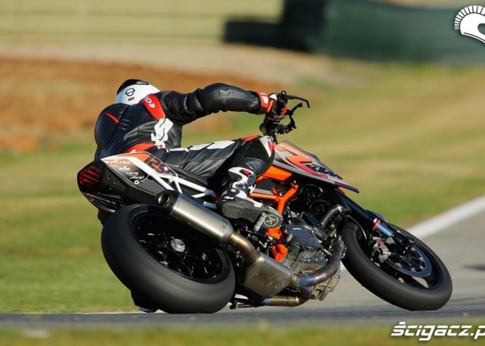 Wyjscie z zakretu KTM SuperDuke 1290 R