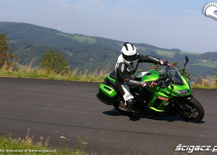 2014 Kawasaki Z1000SX w ruchu