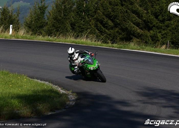 Wejscie w zakret 2014 Kawasaki Z1000SX