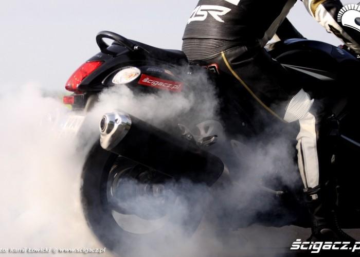 palenie gumy z Suzuki Hayabausa