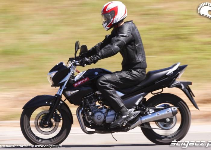 jazda prosto Suzuki Inazuma 250