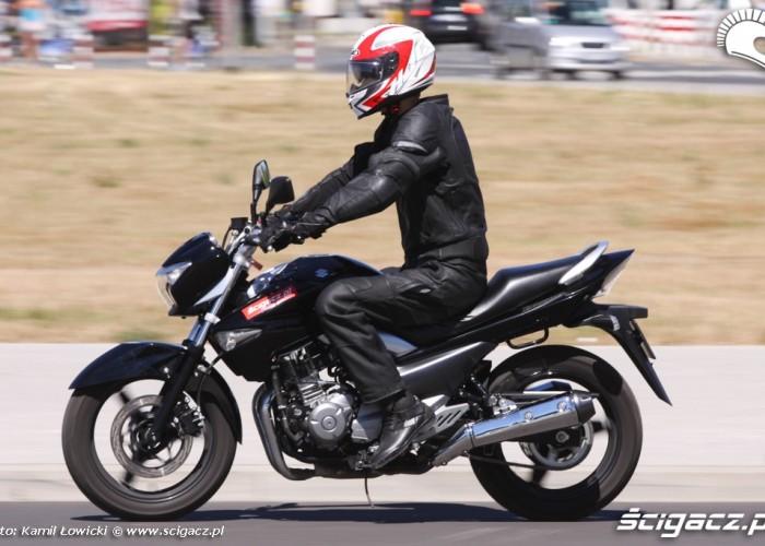 lewa strona Suzuki Inazuma 250