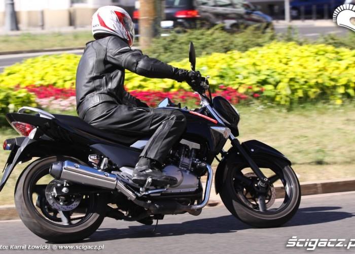 na rondzie Suzuki Inazuma 250