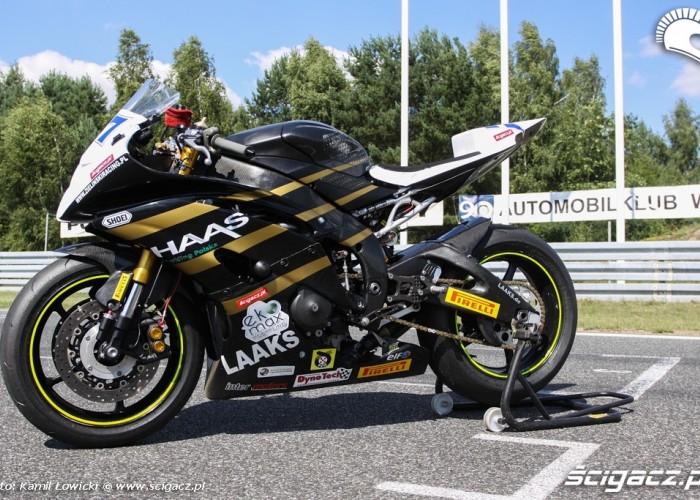 Yamaha R6 Supersport z bliska