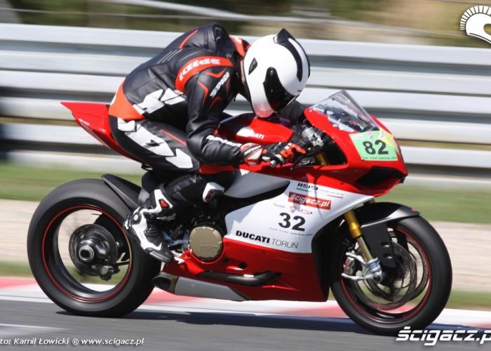 na torze wyscigowym Ducati Panigale S Scigacz pl