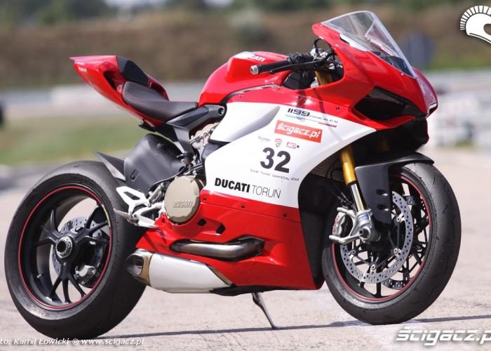 prawa strona od przodu Ducati Panigale S Scigacz pl