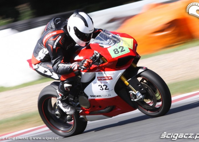 prosta na torze Ducati Panigale S Scigacz pl